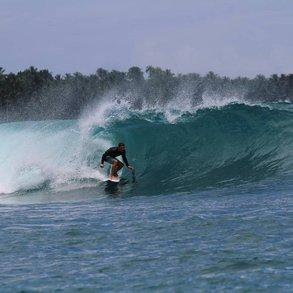 [Translate to Österreichisch:] Alex nutzte die Freizeit im Auslandssemester an der SCU zum Surfen.